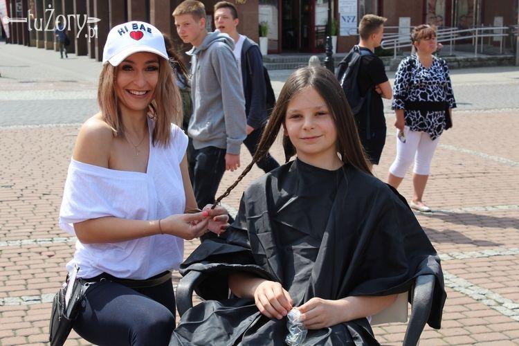 Mieszkańcy Żor obcięli włosy dla chorych na raka! [wideo]