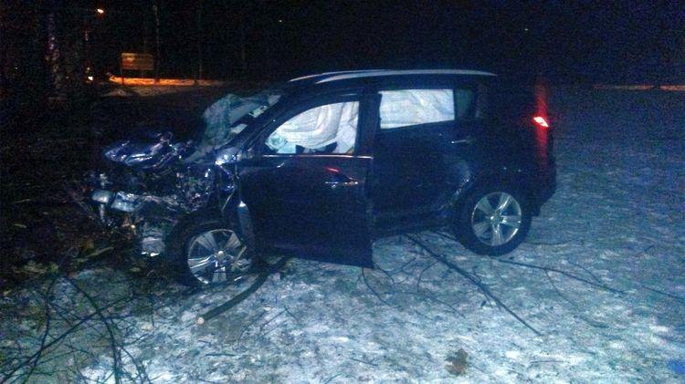 38-latek wjechał autem w drzewo i zginął. Wcześniej pożegnał się z żoną