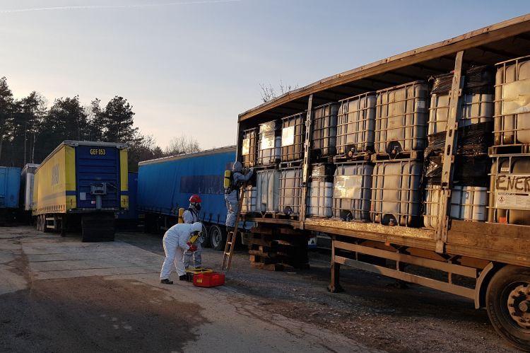 Nielegalne składowisko w Żorach. Znaleziono 700 tysięcy litrów nieznanych substancji