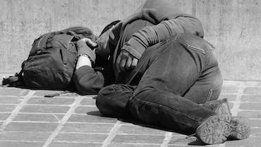Żorzanie narzekają na bezdomnych w Centrum Przesiadkowym. Czy mają ku temu powody?