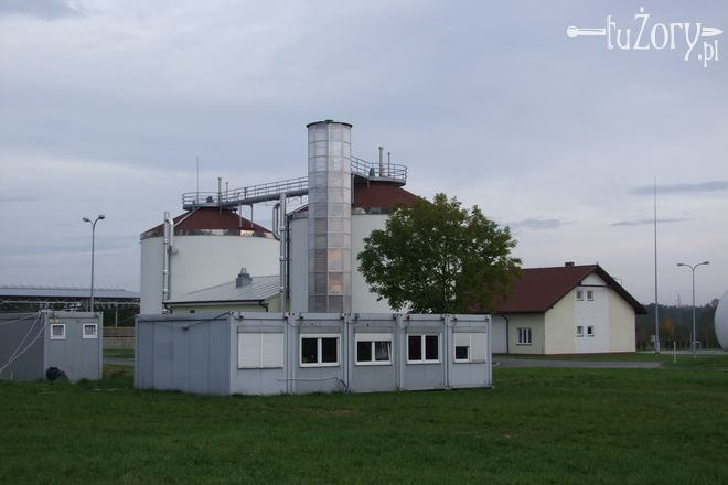 Największą zmianą jest przeniesienie procesu fermentacji osadów z otwartych do zamkniętych komór fermentacyjnych.