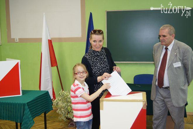Swój obywatelski obowiązek wypełniła również p. Edyta, na zdjęciu z córką Oliwią.