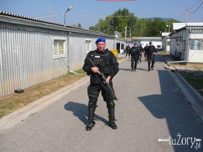 Policjant z żorskiej komendy wrócił z misji pokojowej w Kosowie