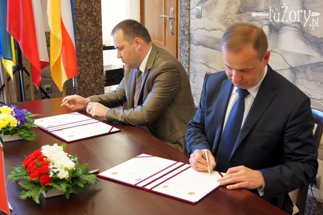 Mer Tetyjowa i prezydent Żor podpisują porozumienie o partnerstwie między miastami
