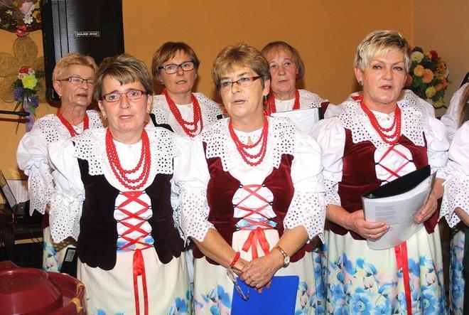 Członkinie KGW z Baranowic umiliły imprezę swoim śpiewem