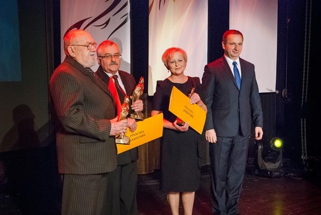 Laureaci XVII edycji nagrody miejskiej Phoenix Sariensis: Alojzy Błędowski, Henryk Buchalik i w imieniu ZPSM w Żorach - Zofia Mańka-Błaszczyk