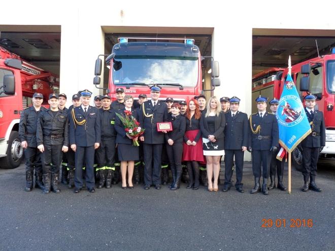 Komendant Grzegorz Fischer podczas pożegnania z pracownikami
