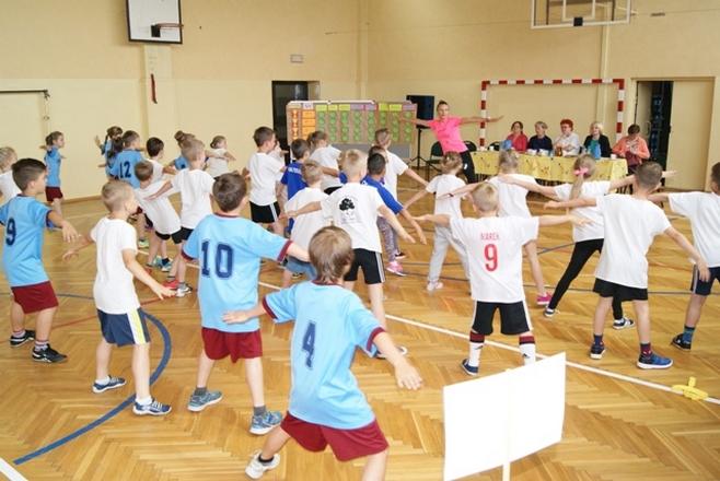 Uczniowie drugich klas szkół podstawowych wzięli udział w miniolimpiadzie