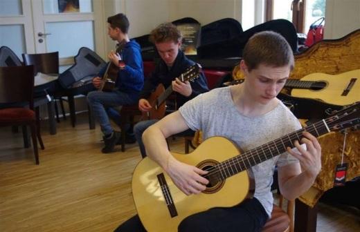 Mi�dzynarodowy Festiwal i Konkurs Gitarowy