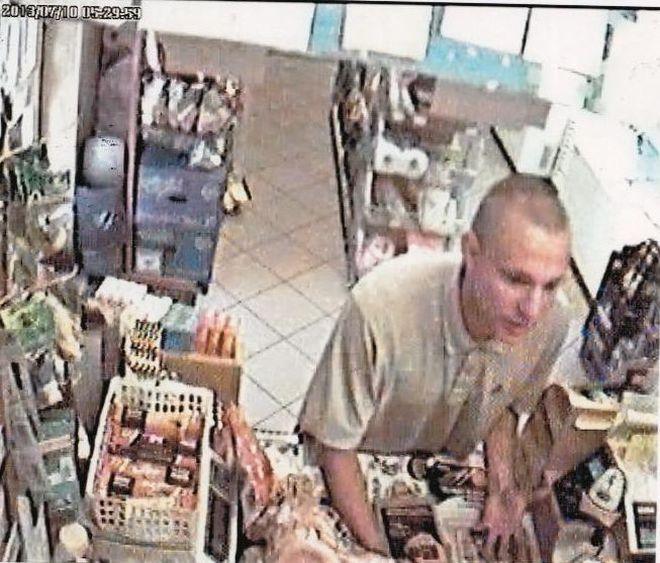 Policjanci poszukują sprawcy napadu na sklep. Zobacz nagranie z monitoringu, KMP Żory