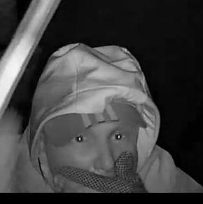 Włamanie do baru w Żorach. Policja publikuje wizerunek sprawców, KMP Żory