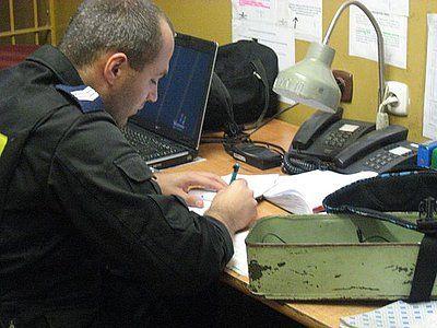 Nastolatek chciał ukraść komputer i złotą biżuterię. Wpadł na gorącym uczynku, archiwum
