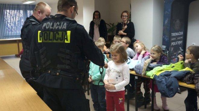 Jeżyki z P16 odwiedziły policjantów