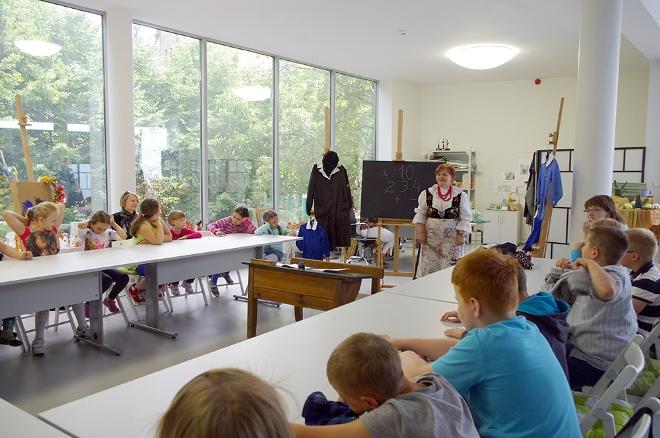 Zofia Przeliorz prowadzi zajęcia dla dzieci m.in. w Miejskim Ośrodku Kultury