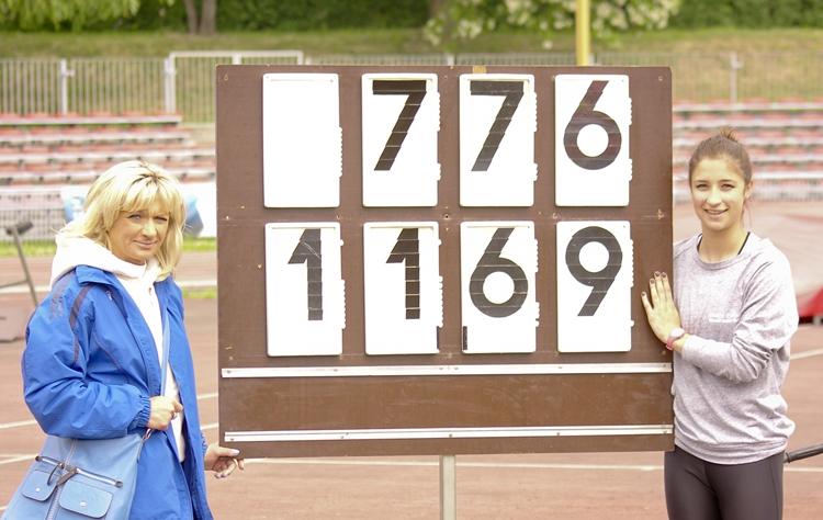 Iwona Krupa (z lewej) wraz ze swoją najbardziej utalentowaną zawodniczką - Ewą Swobodą