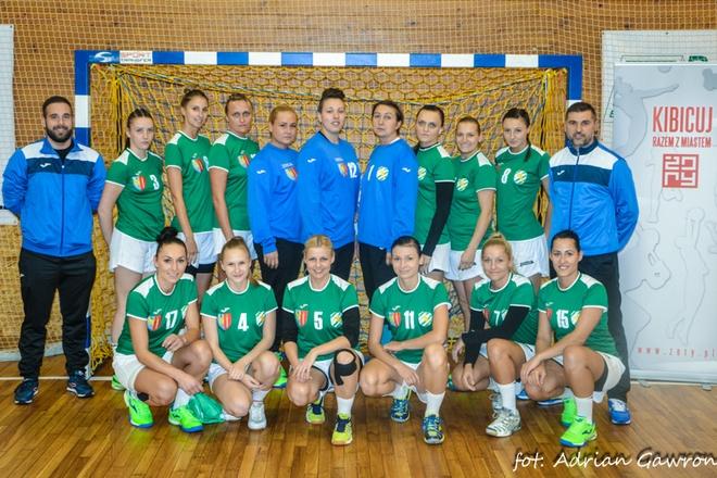 Podopieczne Bartłomieja Dudy minimalnie przegrały na własnym boisku z Koroną Handball Kielce 22:23