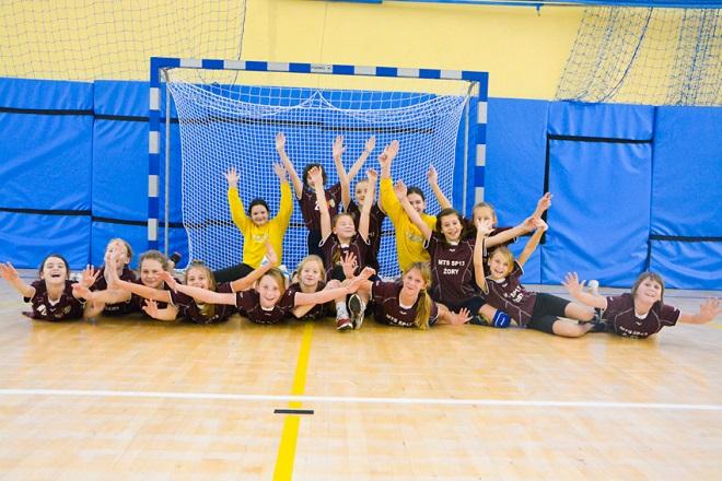 Najmłodsze szczypiornistki MTS-u wygrały swój pierwszy turniej piłki ręcznej. Drużyna seniorska zagra w sobotę z Samborem Tczew