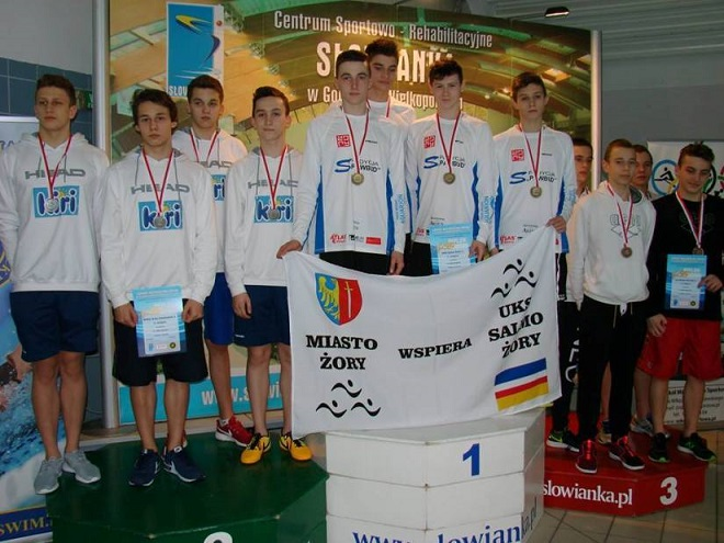Zawodnicy UKS Salmo Żory zdobyli Mistrzostwo Polski w sztafecie chłopców na 100 m stylem dowolnym