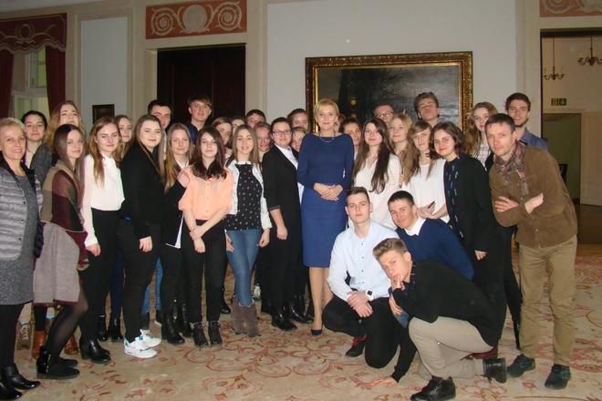 Młodzieży znakomitego wyniku pogratulowała Agata Duda, Pierwsza Dama