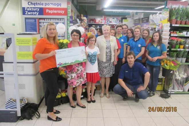 24 czerwca członkowie Stowarzyszenia Pomocy Dzieciom odebrali symboliczny czek
