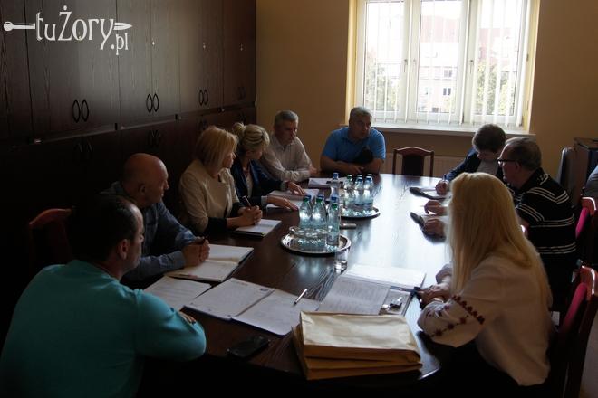 Obrady Komisji Sportu, Rekreacji i Młodzieży - trener M. Szczurek odpowiada na pytania radnych