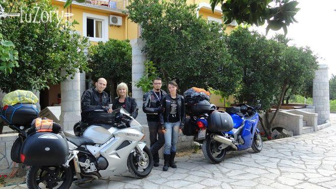Motocykliści w komplecie: Marek i Monika Szopa oraz Aleksandra Kowolik i Tomasz Buchalik.