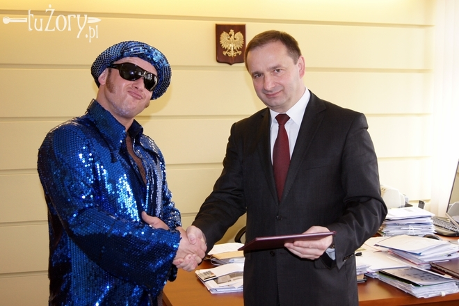 Podczas poniedziałkowej wizyty w magistracie Jan Niezbendny wzbudził spore zainteresowanie urzędników