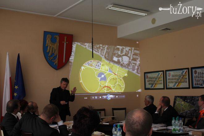 Radni zapoznali się z koncepcją przebudowy całego Parku Cegielnia podczas sesji.