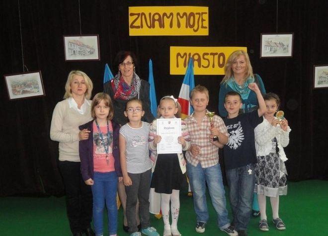 Laureaci konkursu ''Znam moje miasto''.