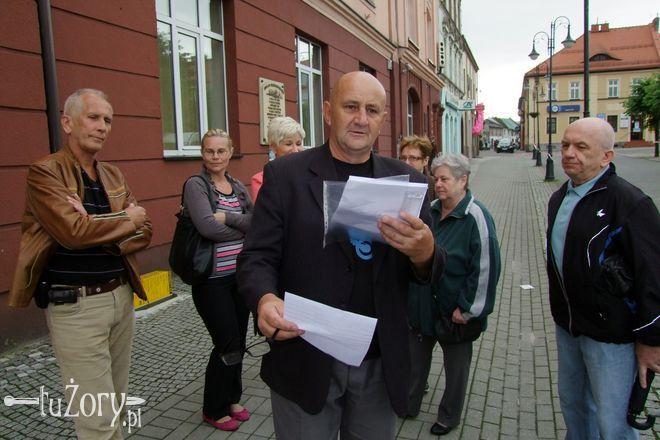 Członkowie SM Żory z pismem odwoławczym Zarządu do Wojewody Śląskiego.