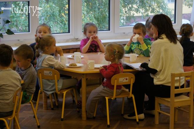 Maluchy z Przedszkola nr 5 chętnie jedzą posiłki, choć w ich gronie trafiają się też niejadki