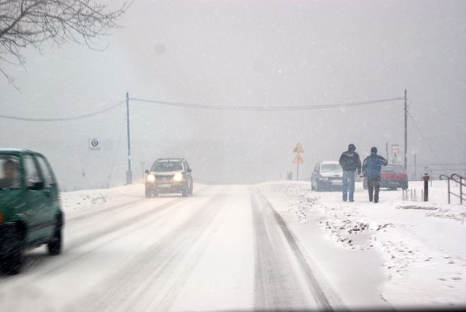 Kierowcy raczej nie tęsknią za białą zimą.