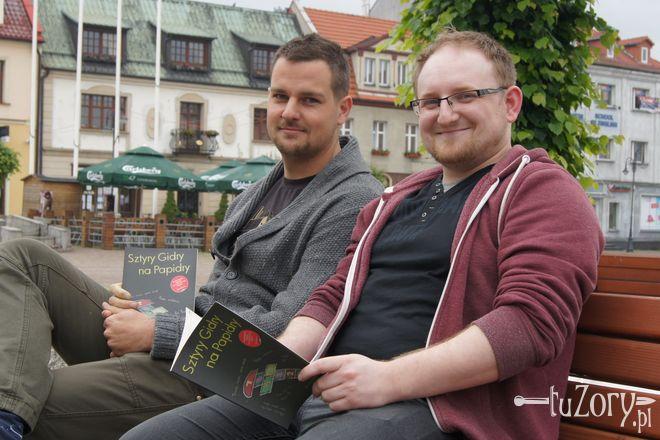 Marek Mikołajec i Piotr Skowroński mówią, że książka powstała z myślą o najmłodszych.